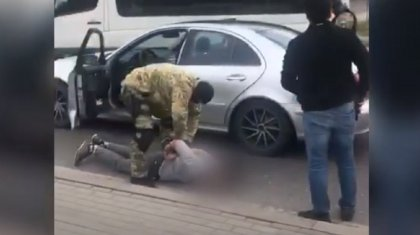 Уложили на асфальт: задержание наркосбытчиков сняли на видео в Нур-Султане