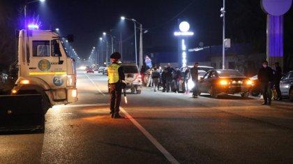 12 постов установили на въездах в Алматы