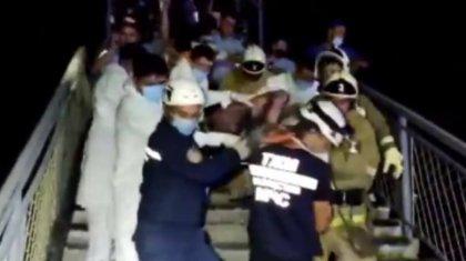 Видео для TikTok или суицид: зачем девочка забралась на мост, где ее чуть не убило током