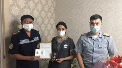 Спасшего тонущую девочку подростка наградили посмертно в ВКО