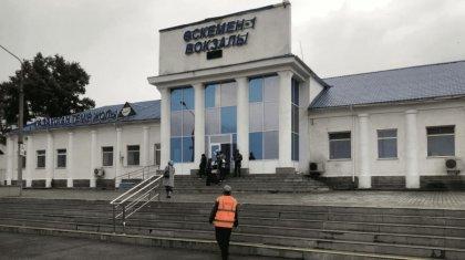 Мужчину сняли с поезда за многомиллионный долг в Усть-Каменогорске