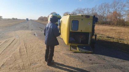 Машина скорой помощи столкнулась с трактором в СКО, есть погибший