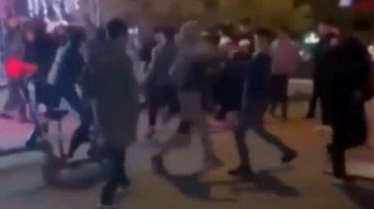 Подростки с жестокостью избивали друг друга на центральной площади в Кызылорде