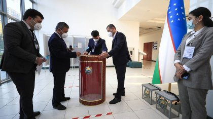Выборы президента в Узбекистане: избирательные участки открыты