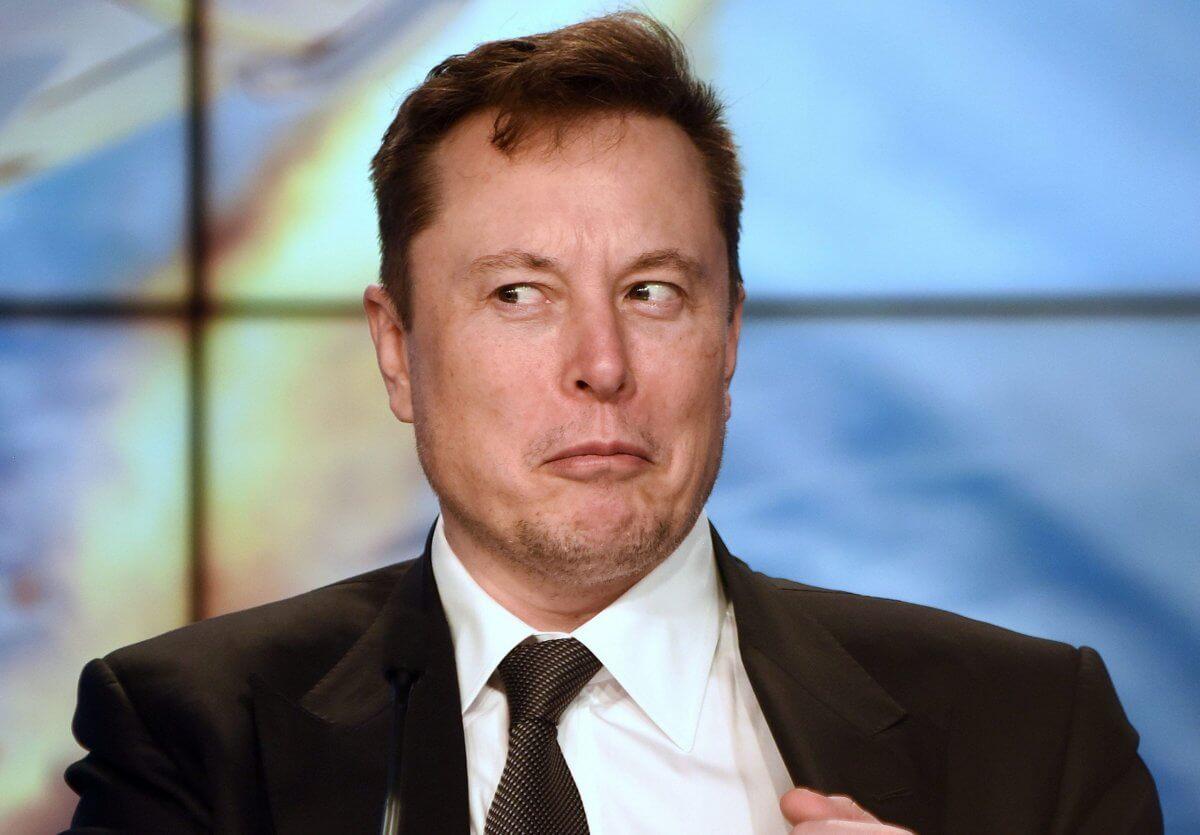 Илон Маск прилетел в Польшу? Его самолет приземлился в Варшаве