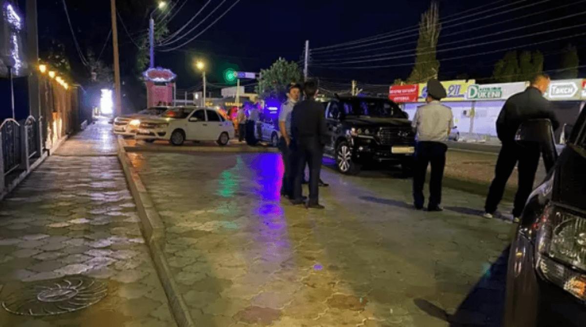 Внедорожник сбил полицейского в Таразе