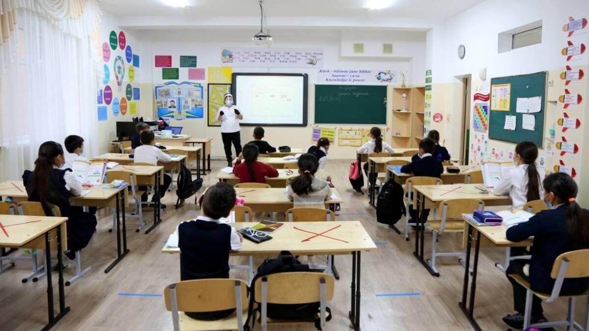Как будут учиться казахстанские школьники после летних каникул
